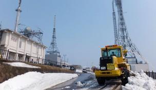 函館山山頂駐車場除雪作業